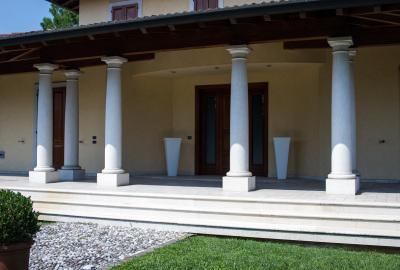 Colonne in marmo per esterni